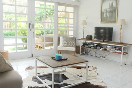 Lovely & bright 2BR villa w/pool in expat area JKT - Pasar Minggu