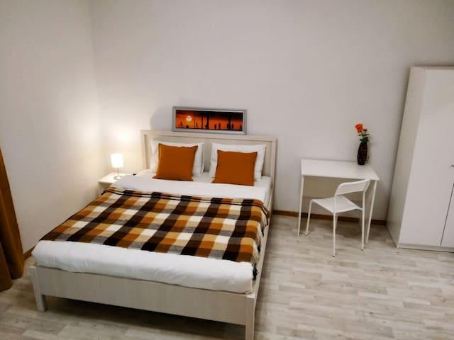 Зона для сна, двухспальная кровать