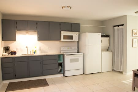 Conveniently Located Studio for All Your Needs! - Mount Pleasant - Casa