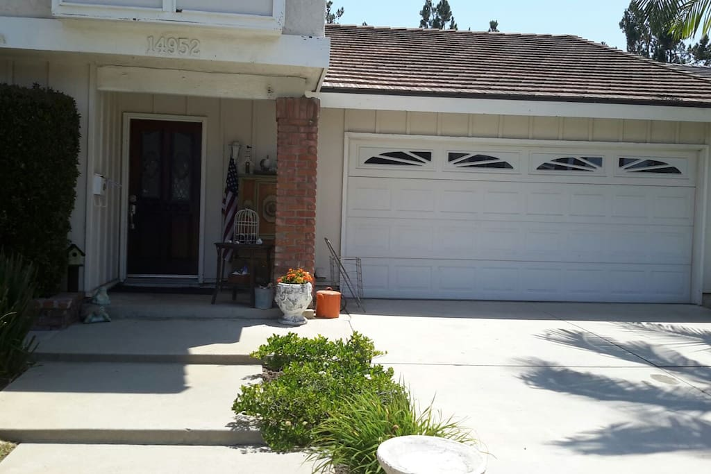 Casey 39 S Cal King Bed Comfy Quaint Home Houses For Rent In Irvine California United States