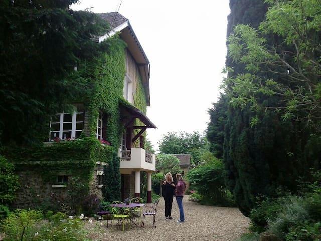 charmante grande et belle maison au bord de l'Eure - Sorel-Moussel - Huis