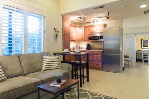 Slice of Paradise Suite w/ Kitchen-Laundry-Trails