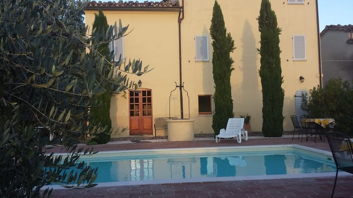 Idyllic Italian Villa in a Hill Town with Pool 10P