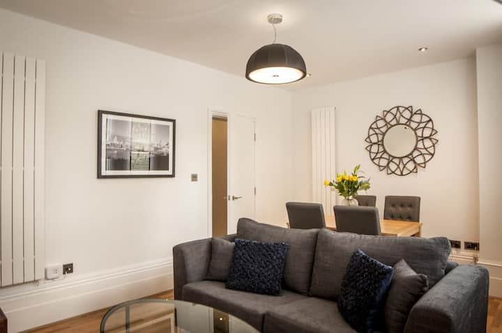 Spacious and bright 1 Bedroom - West End