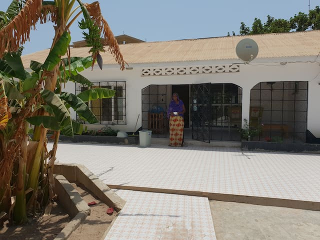 Cosy and safe private apartment in Bijilo