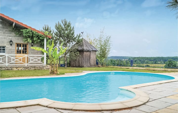 Beautiful home in Recologne lès Ray with Outdoor swimming pool, Outdoor swimming pool and 6 Bedrooms