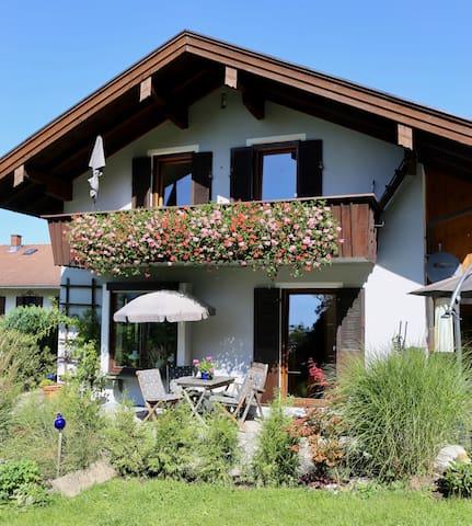 Neue 75 qm Wohnung mit Traumterrasse und Bergblick