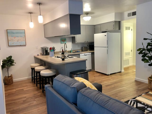 Contemporary Downtown Chico 2-Bedroom Suite