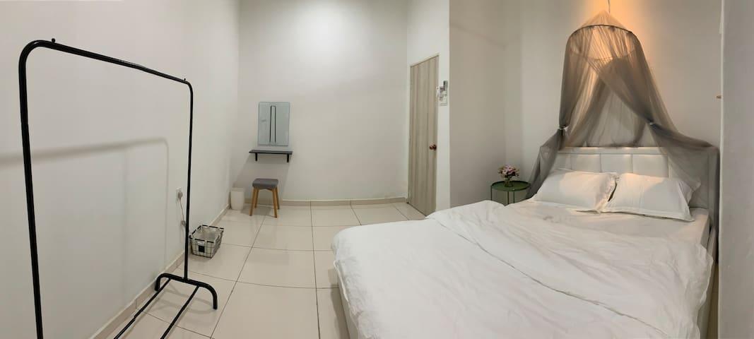 Room 1 (Ground Floor)