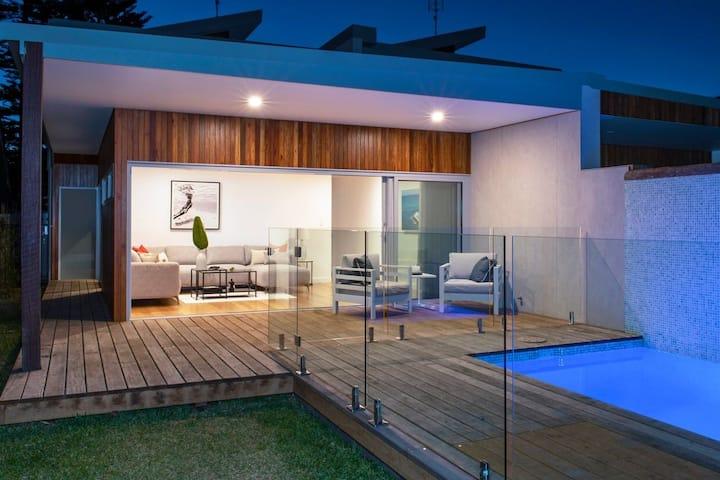 Indoor outdoor modern luxury living by the beach