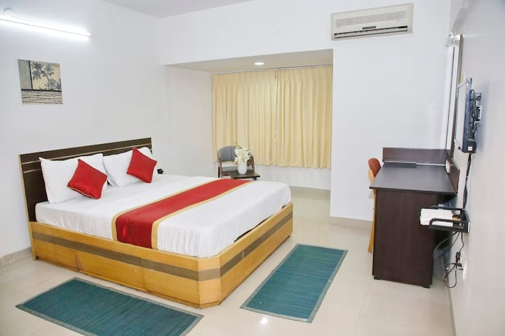 SmartStay Private EXE Room in Luxury Apt-M G Road