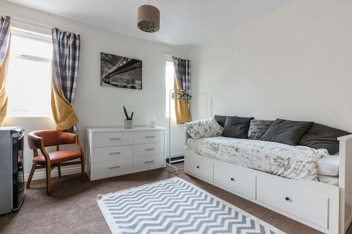 Self contained Stylish Studio  University Quarter - Belfast - Flat