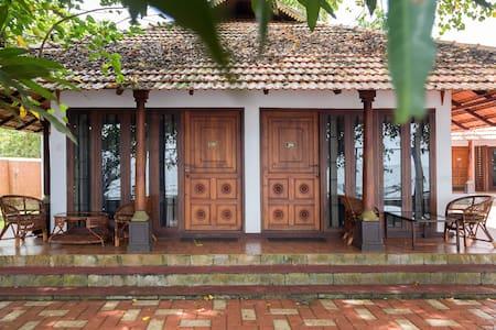 Lake side Spacious Private room @ Kumarakom - Bed & Breakfast