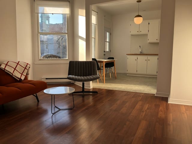 NEW, Bright Apartment in the Heart of Little Italy