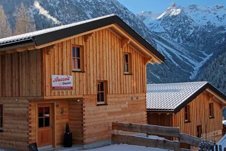 Hüttenurlaub mit Wellness für Familien in Tirol