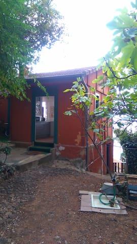 Petite maison atypique proche Le Corbusier, plages - Roquebrune-Cap-Martin - Apartemen
