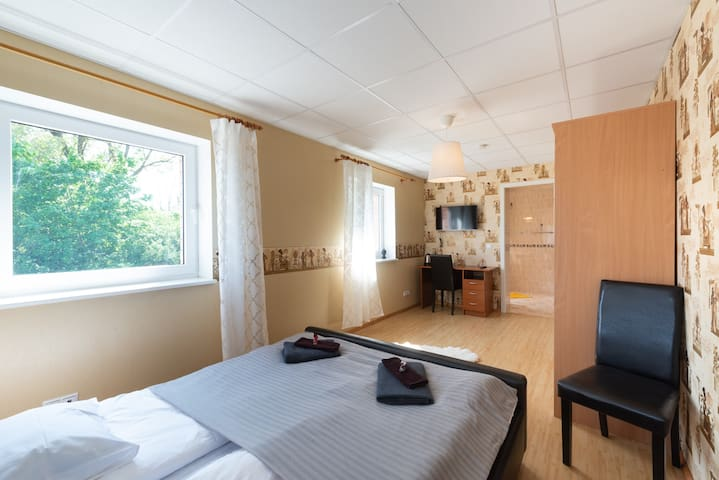 Nice and clean room in Villa with private bathroom