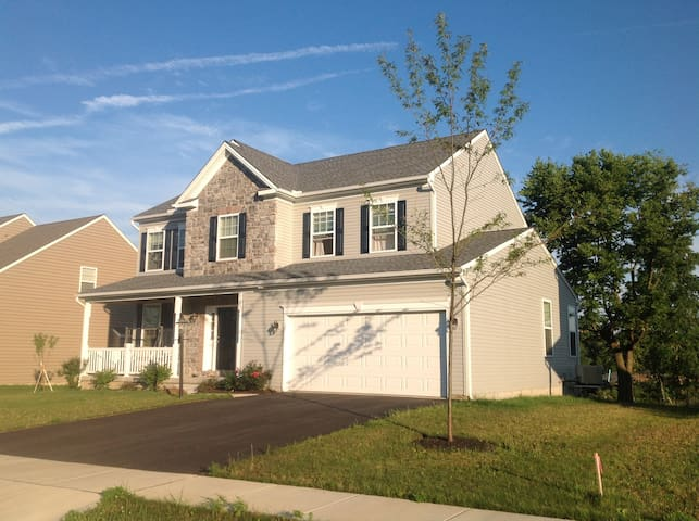 Single room in a new, safe, clean house - Mechanicsburg - Huis