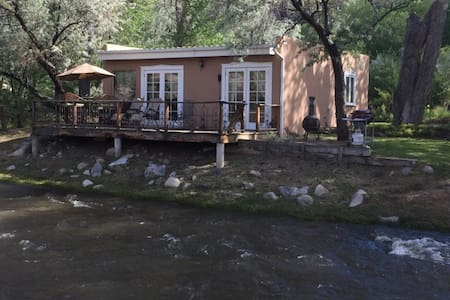 Rivers Edge Guest House - Dixon - Hytte