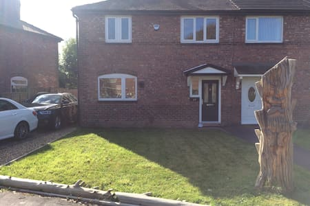 Warm Feng Shui'd Home With Front Room Double Bed - Manchester