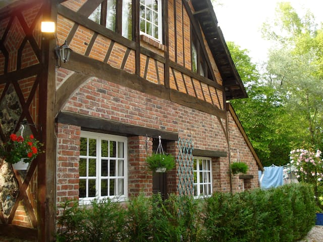 The Cottage with heated outdoor pool, Normandy