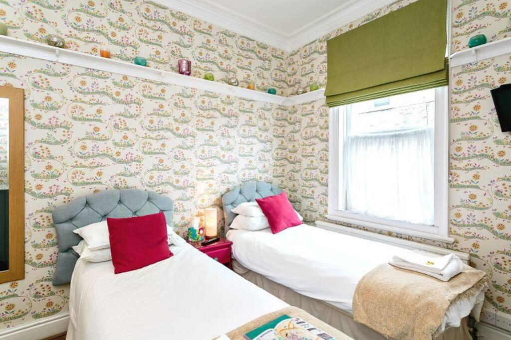 Ground floor twin en-suite room