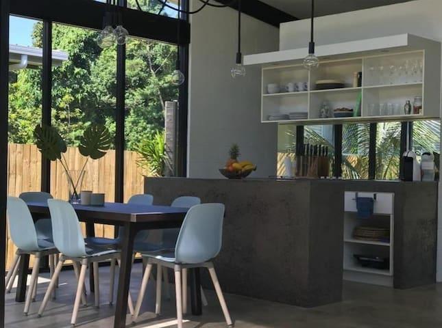 Kitchen and all equipment ,stove,microwave,fridge/freezer,dishwasher,washing machine.