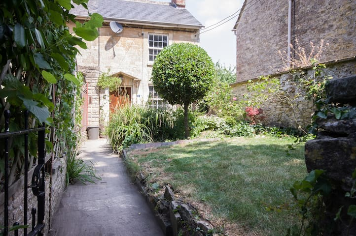 Beautiful Georgian cottage in Lechlade centre