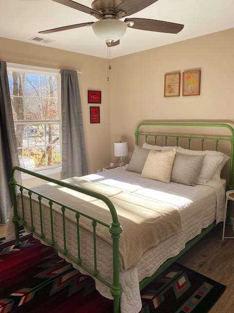 Creekside Hideaway in the heart of Pigeon Forge!!!