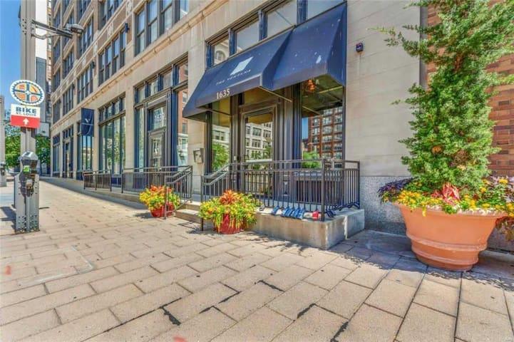 St.Louis Downtown Loft with Free Garage Parking