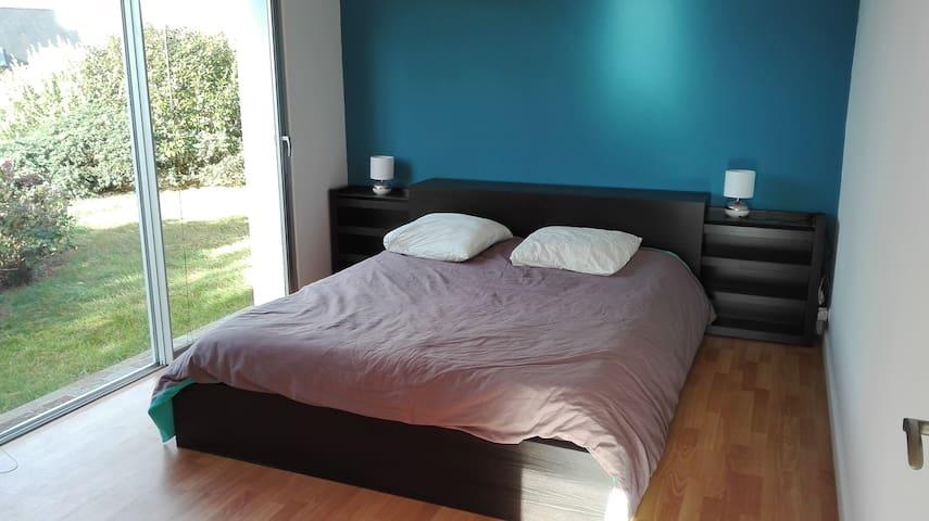 Chambre lit 160 cm, maison d'architecte proche mer - Saint-Quay-Perros