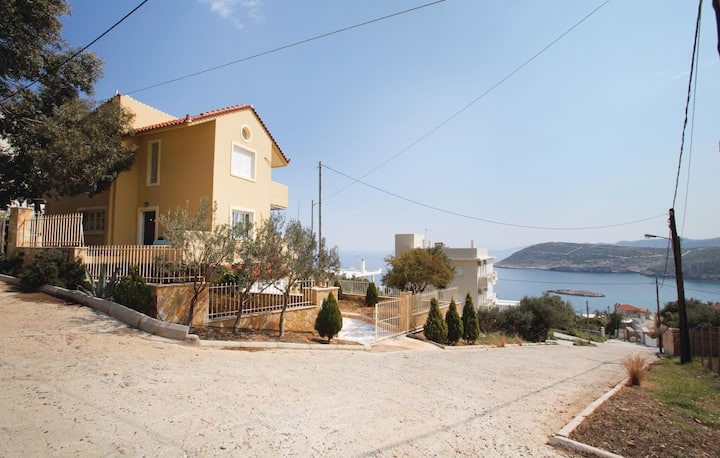 Amazing home in Kaki Thalassa with 3 Bedrooms