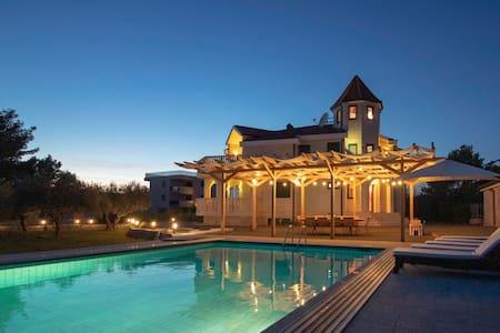 Luxurious and peaceful|Near beach|Pool&Gym&Sauna