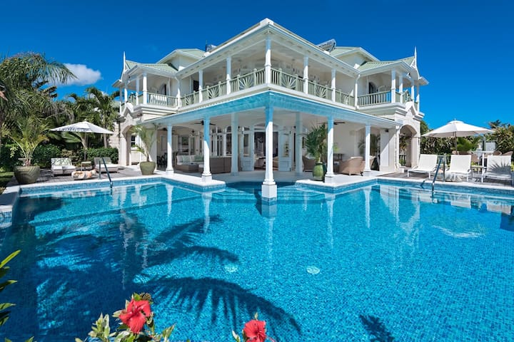 Oceanfront Paradise with Pool: Hectors House