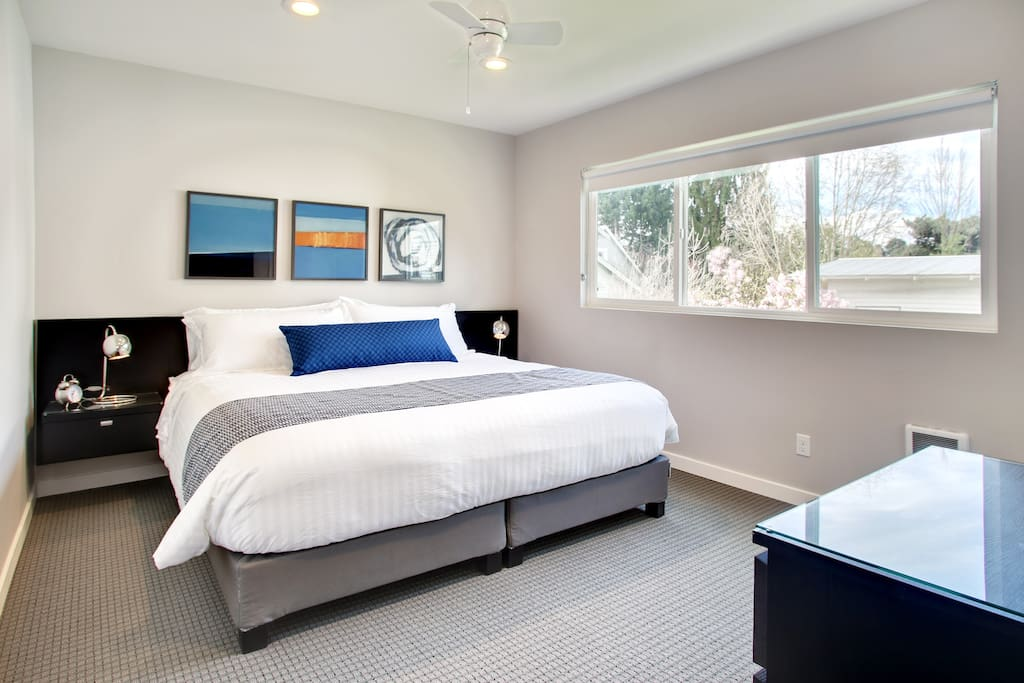 King bed with 100% Egyptian cotton bedding