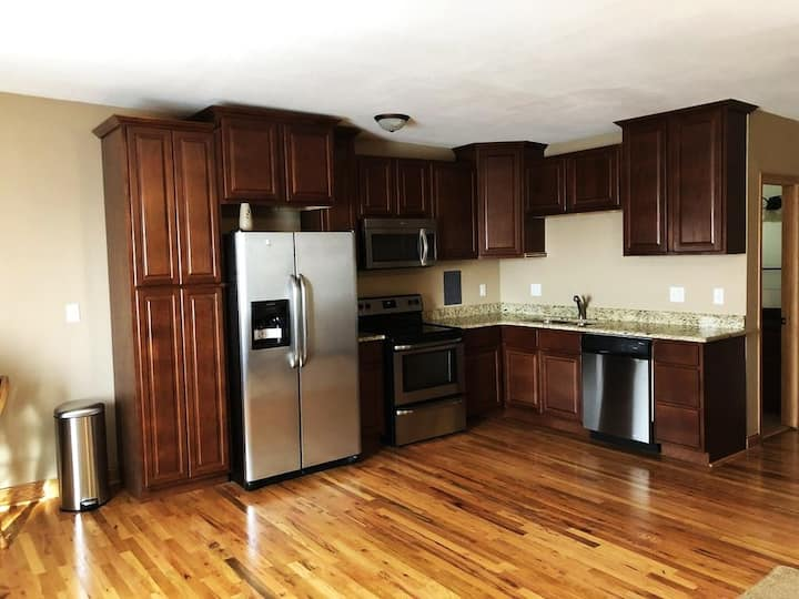 Private 2 Bed Apartment Close to Downtown