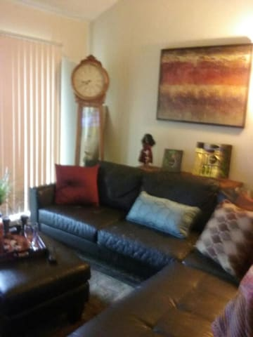Cozy, Clean, and Spacious 1 Bedroom Apt - Sacramento - Apartmen