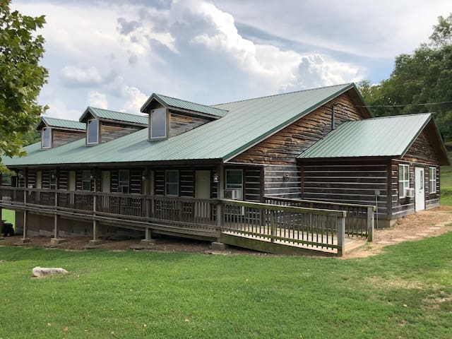 Meadows Lodge Room 4
