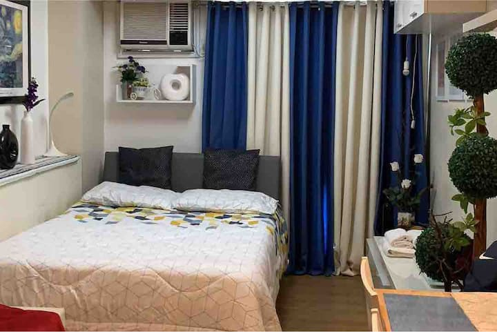 Condo unit at Flair Towers Fast WIFI Free Netflix