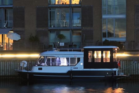 Beautiful houseboat in city and close to the beach - Holbæk - Vaixell