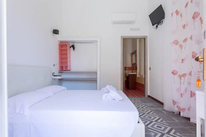 Double room in old town a/c, terrace pool view