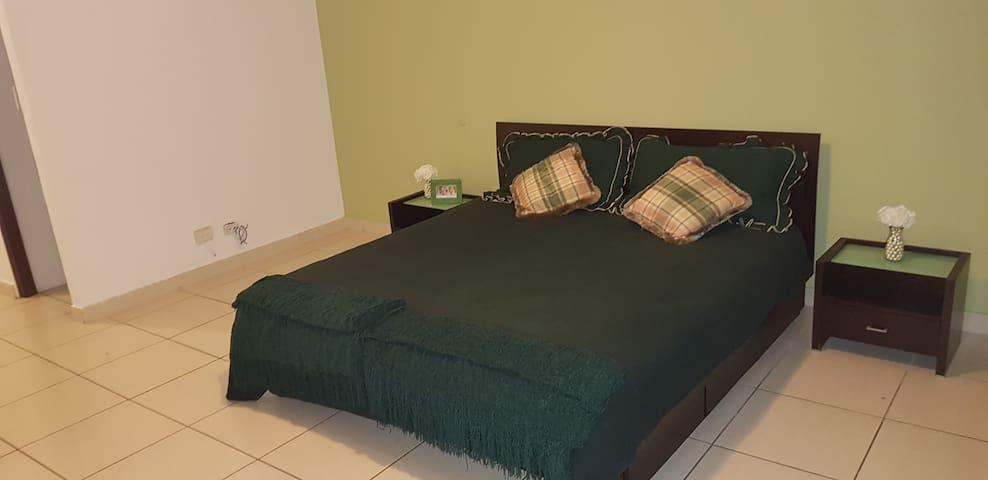 Apartamento completo, céntrico, amplio y seguro!