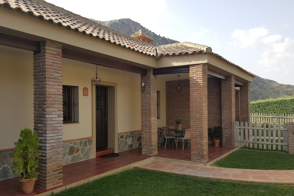 Casitas cueva del gato el lago 6 pax houses for rent in for Cabine del lago casitas