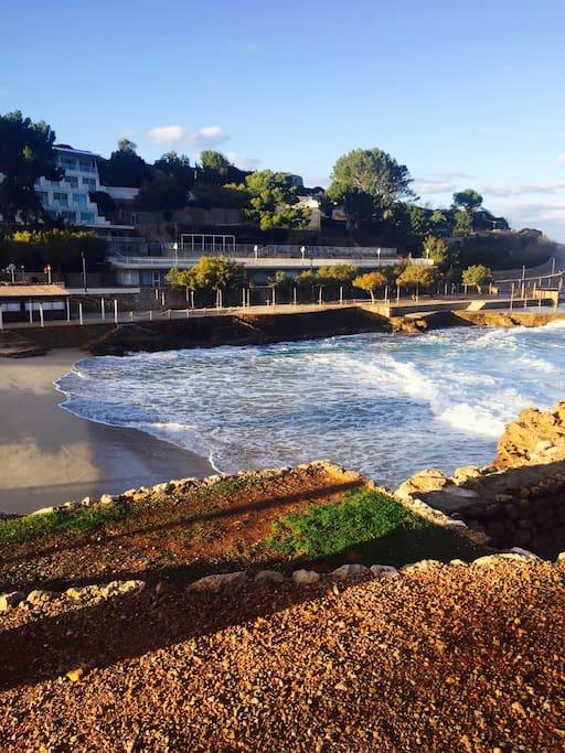 Esta es la playa que está al lado de casa