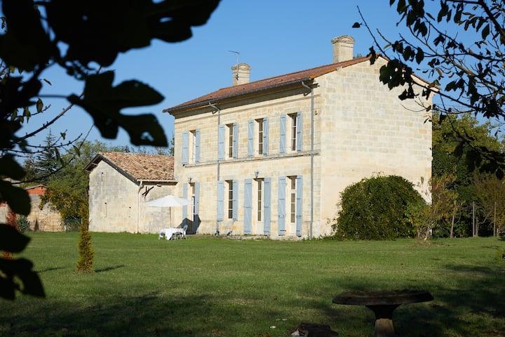 Historic villa w/vineyard views Saint Emilion area