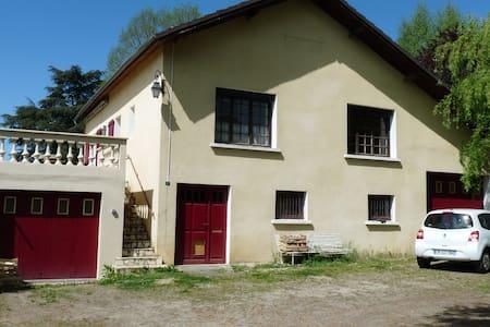 Chambre privée, maison avec jardin - Saint-Victurnien