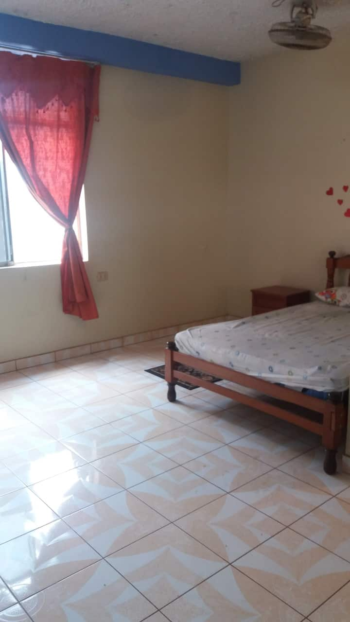Minidepartamento de 1 dormitorio, sala grande.