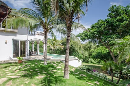 Casa Guacalito - Beachfront villa, sleeps 8 - Tola