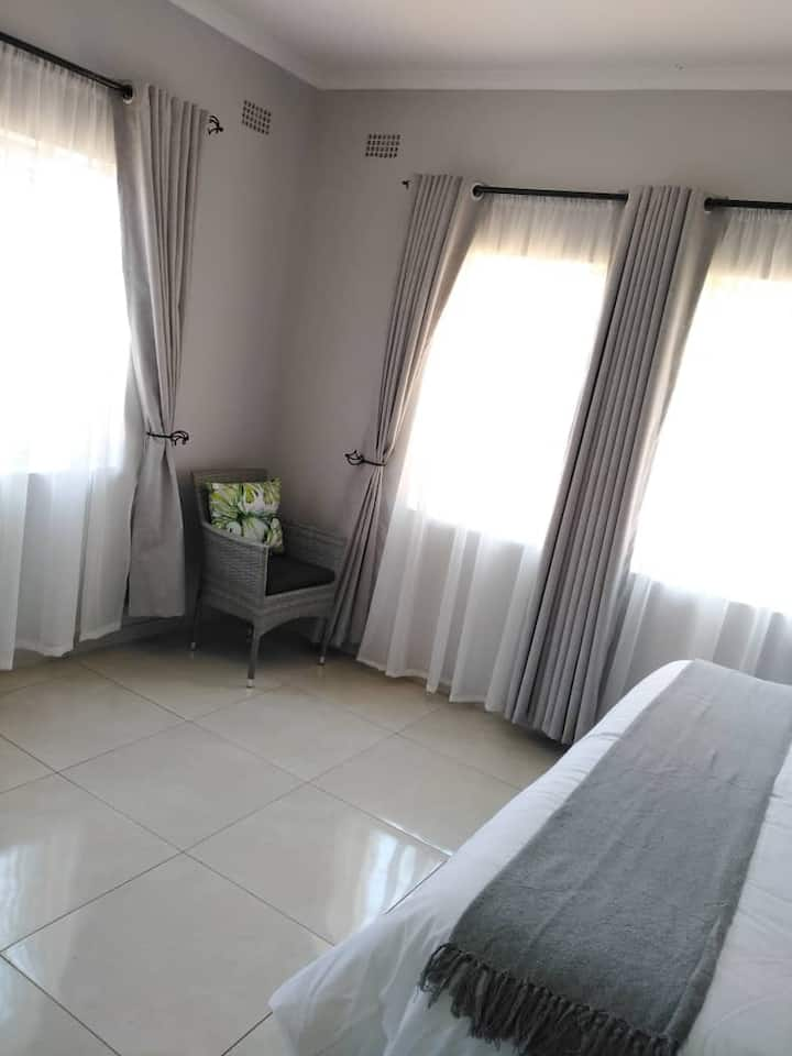 2Bed Immaculate Holiday Home in Victoria Falls ZIM