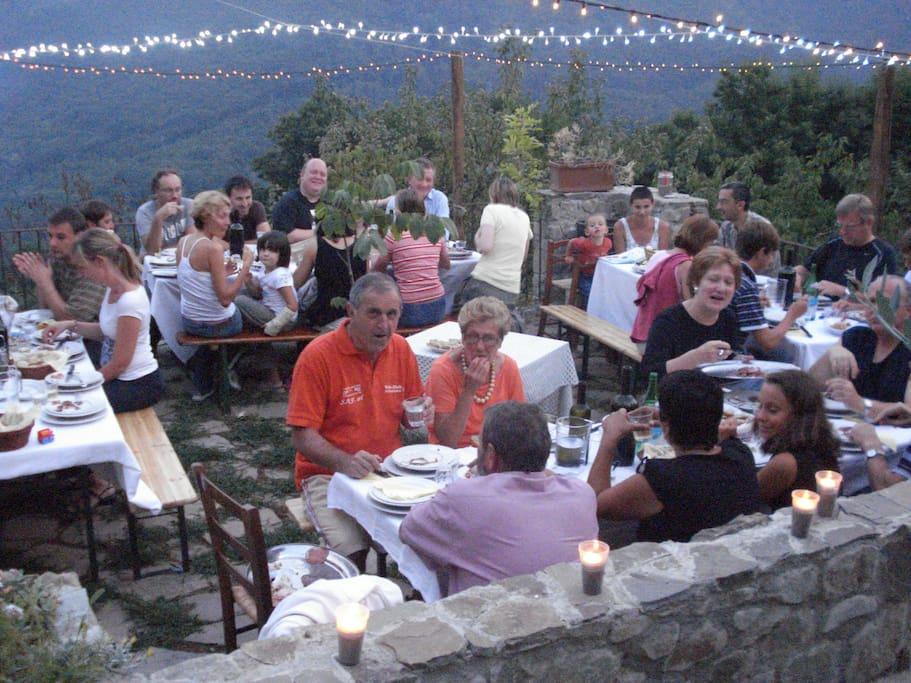Gli ospiti potranno cenare in un contesto di pace e tranquillità con piatti tipici Lunigianesi.